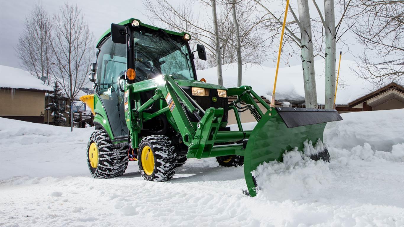 Sub Compact Tractors 22 24hp 1 Family Small Tractors John Deere Us