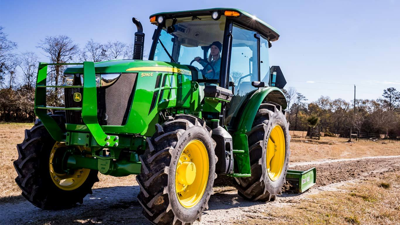 Field image of 5090E Utility Tractor