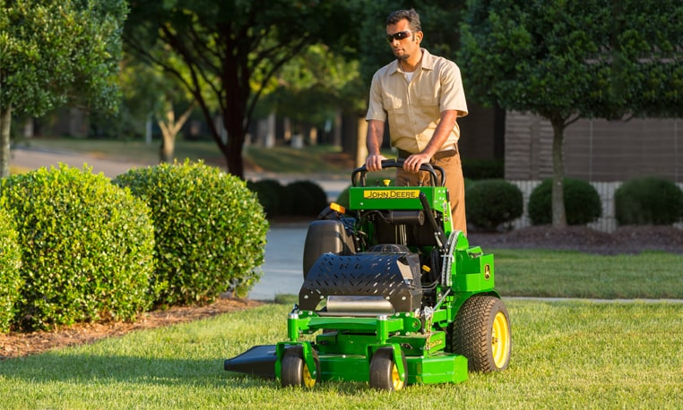 Man mows lawn with QuikTrak 600 M Series mower