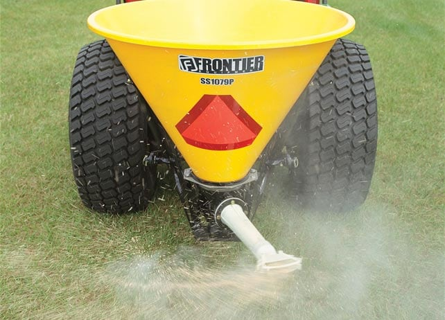 SS10P Series Pendular Spreader working on a grassy lawn